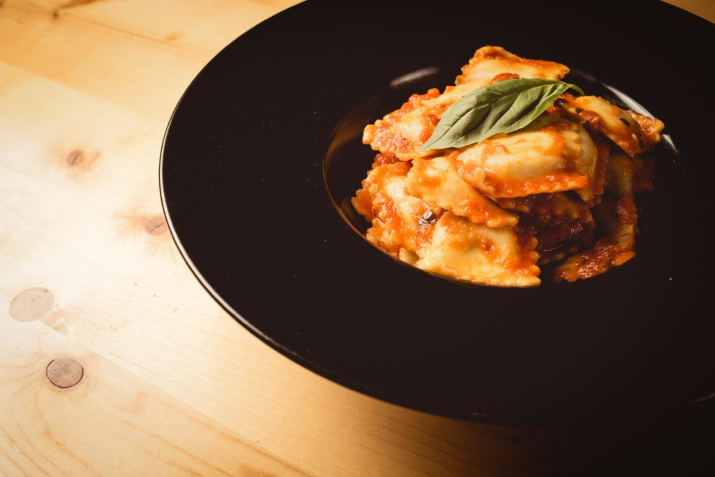 Ravioli sauce tomate maison + basilic